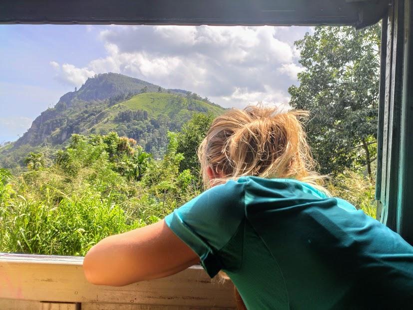 widok z okna pociągu Kandy-Ella